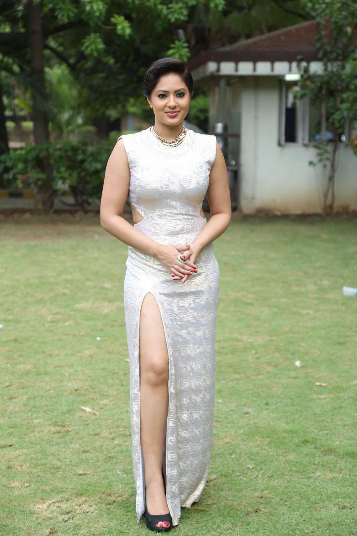 Bollywood Glamours Girl Nikesha Patel Legs Thighs Stills In White Dress