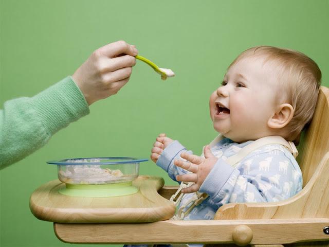 Gizi dan Vitamin yang Diperlukan Bayi Usia 0-6 Bulan