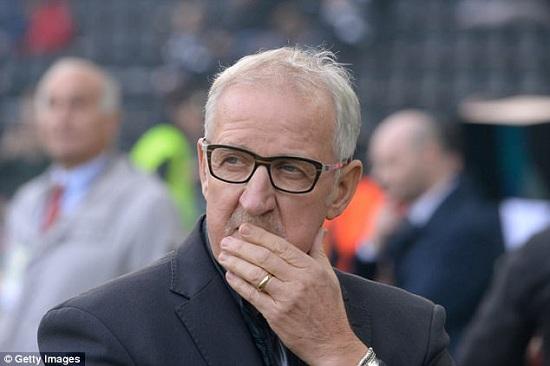 Luigi DelNeri dẫn dắt Juventus trong khoảng thời gian ngắn 2010 – 2011.
