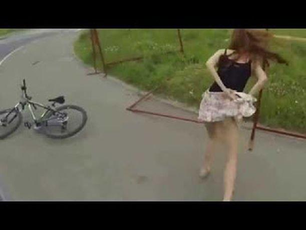 ΓΕΛΙΑ ΛΕΜΕ ΓΕΛΙΑ ! Απίστευτο και όμως την μάτιασε και της έφυγαν τα ρούχα ! ΒΙΝΤΕΟ