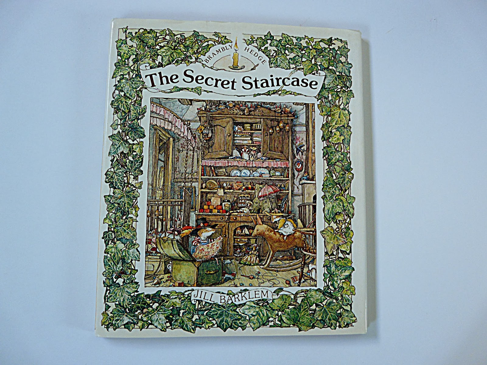 The book looks as if it's never even been opened, which is sad - but not  for me! I've always loved Jill Barklem's wonderful illustrations.