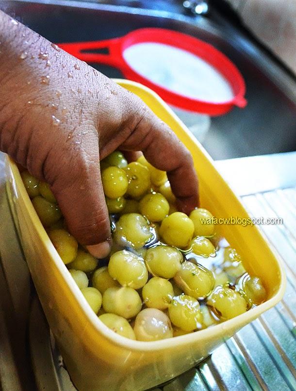 basuh buah cermai bersih-bersih