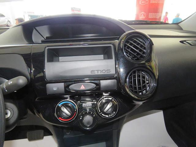Novo Toyota Etios X1.3 Automático - interior - painel