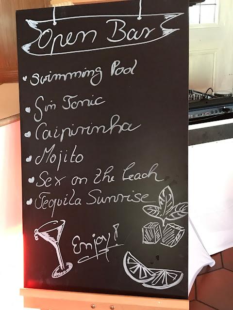 Chalk Board Bar, exotisch heiraten, Malediven Karbiik-Hochzeit im Seehaus, Riessersee Hotel Garmisch-Partenkirchen Bayern, Hochzeitsplanerin Uschi Glas