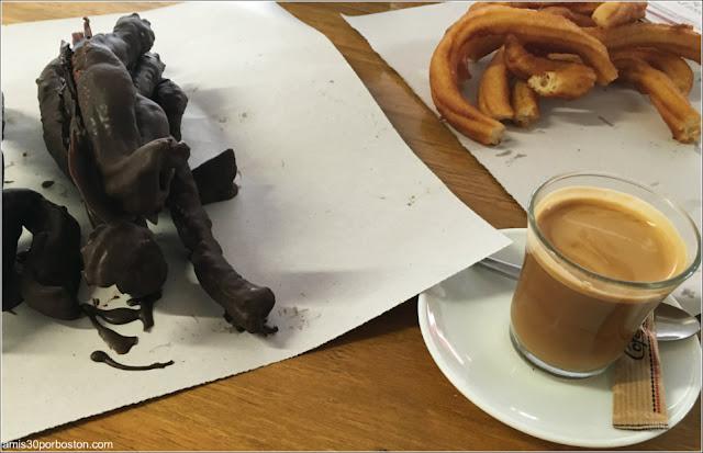 Churros y Churros con Chocolate en la Plaza de Abastos de El Ejido
