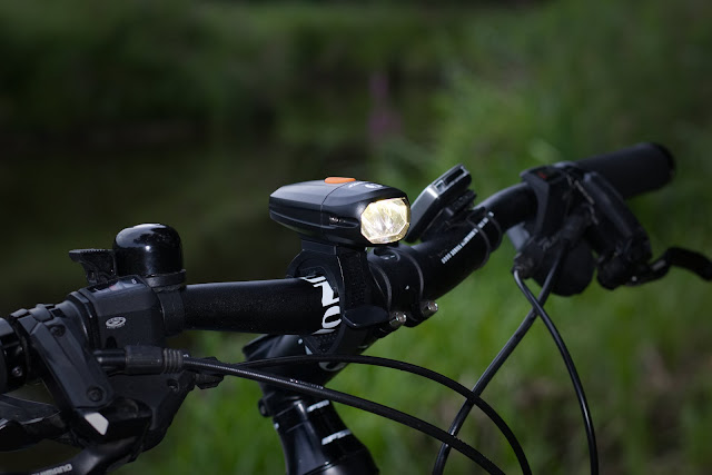 Lumintop C01 na kierownicy roweru Unibike Zethos