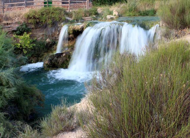 Salto de agua del arroyo Alarconcillo en las lagunas de Ruidera