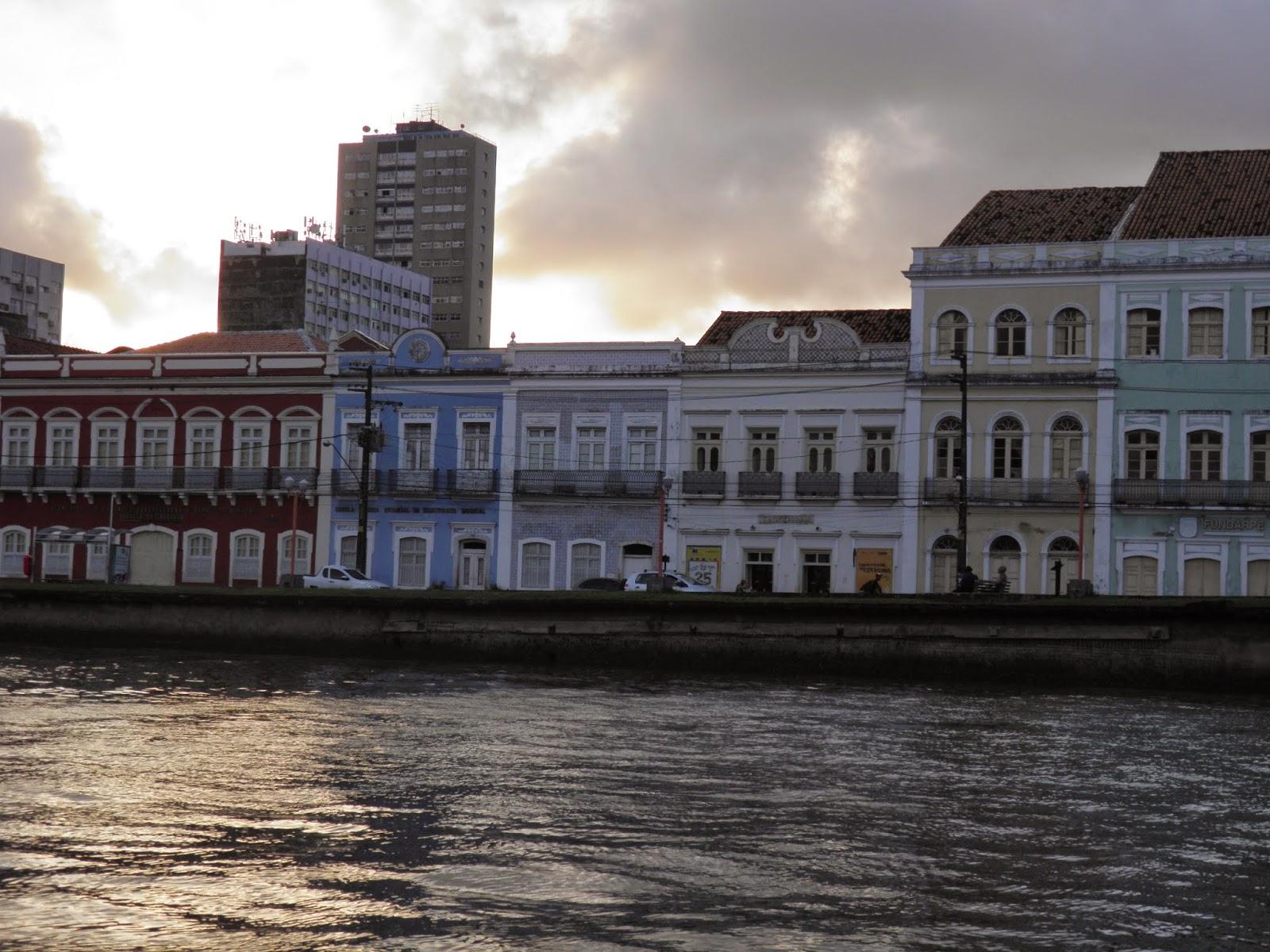 RECIFE; RUA DA AURORA; RECIFE; TURISMO; PASSEIO DE BARCO; PASSEIO DE CATAMARÃ; RIO CAPIBARIBE