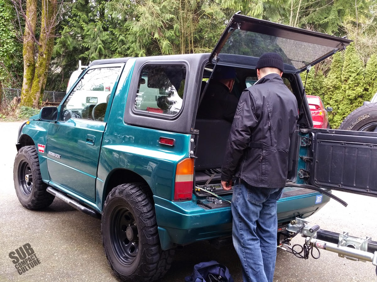 Installing the Suzuki Sidekick hardtop