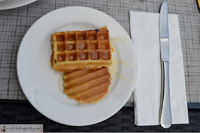Ini dia kesukaanku, ada wafel dan pancake. Sausnya boleh memilih taburan gula halus, cinnamon, honey dan ditambahkan kismis. Bikin merem melek dah.. (Dok.Pri)