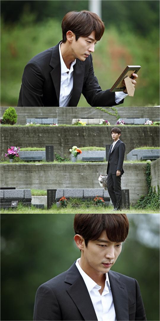 韓版《犯罪心理》新劇照 李準基墓前充滿孤寂的眼神演技