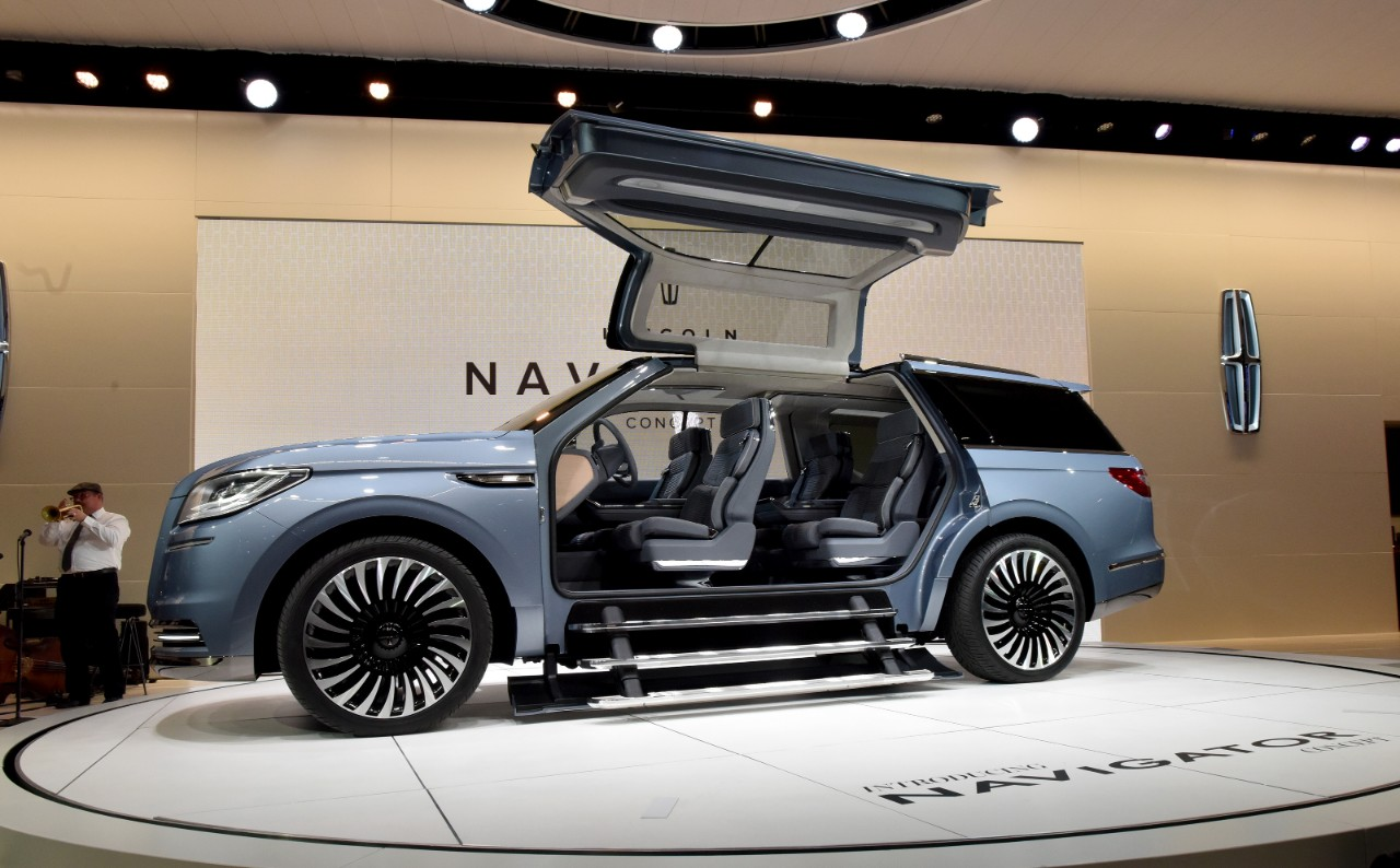 auto industry connection new york international auto show the 2018 lincoln. Black Bedroom Furniture Sets. Home Design Ideas