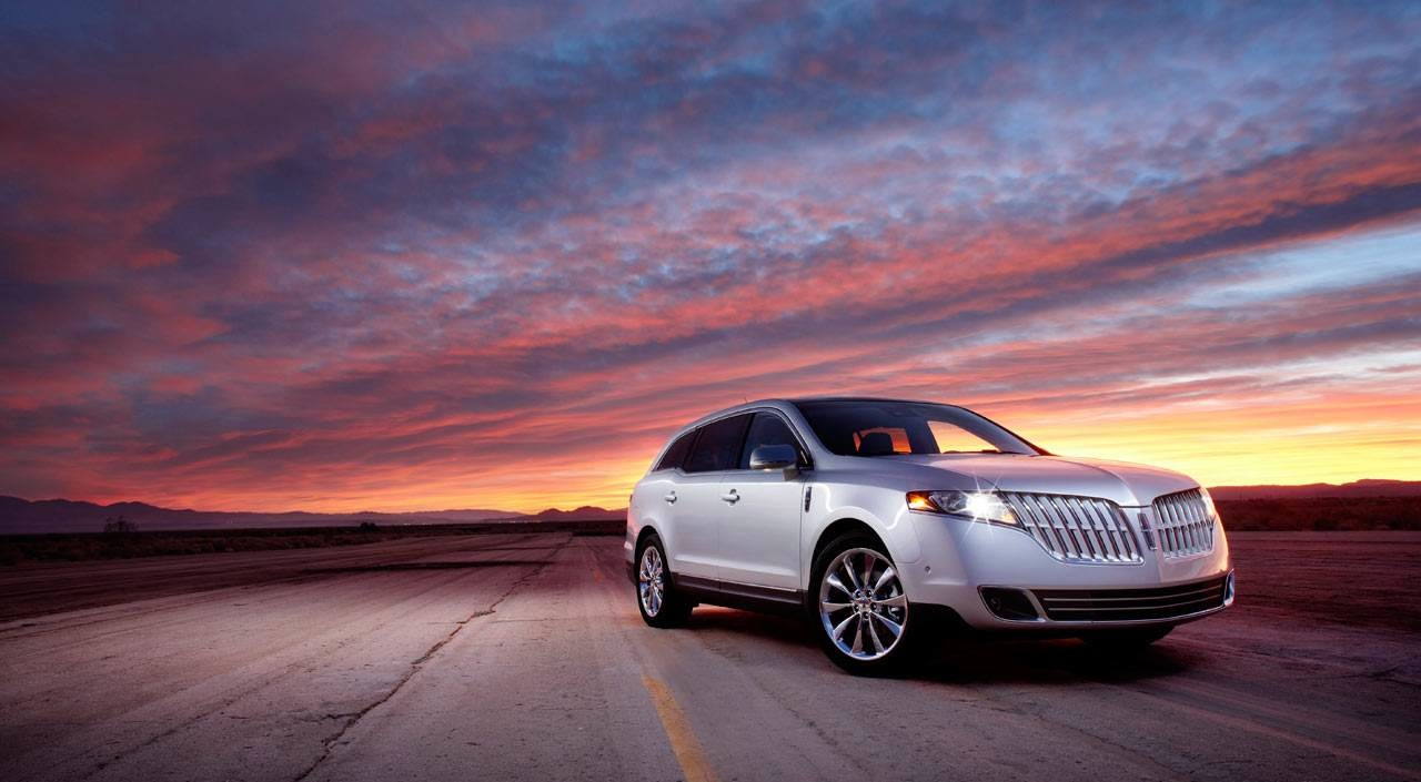 Lincoln Mkt Town Car: Young Man Blog: Lincoln MKT Town Car