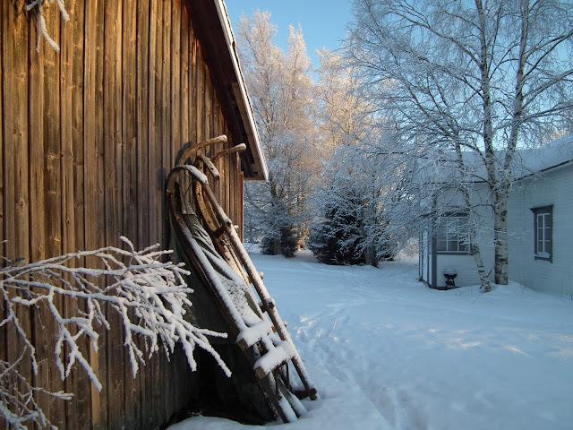 aitta, karintie, vanha piha, vanha talo, kuisti, reki