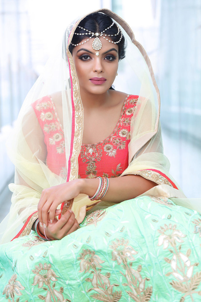 Actress Tejashree Portfolio Stunning Hot Photo Gallery