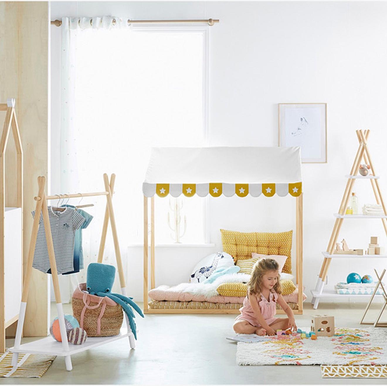 Pour les kids : une cabane avec un matelas de sol