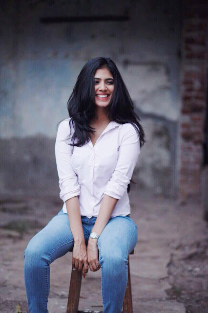 Malavika Mohanan Latest Pics and Images, Malavika Mohanan Latest HD Wallpapers, Beyond the Clouds Movie Actress Malavika Mohanan