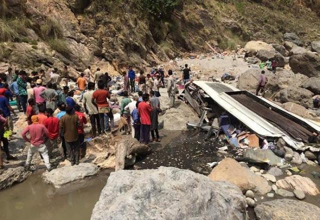 onibus-cai-em-penhasco-e-deixa-28-mortos-e-6-feridos-no-norte-da-india