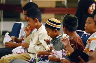 Ramadhan merupakan salah satu bulan yang banyak dinanti 3 Contoh Recount Text Cerita Liburan Lebaran dalam Bahasa Inggris dan Terjemahannya