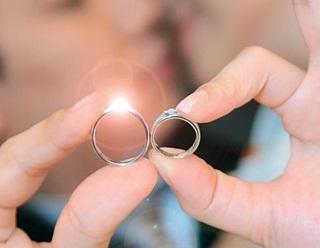 Tak Perlu Lama-Lama, Pacaran 4 Jam Pasangan Ini Langsung Menikah