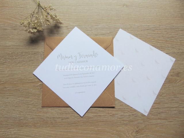 Invitación sencilla con estampado romántico de pajaritos