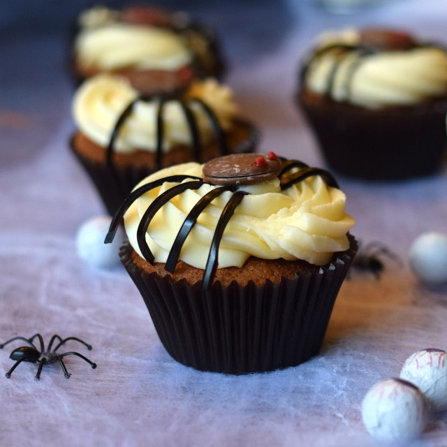 Blackcurrant & Liquorice Halloween Spider Cupcakes