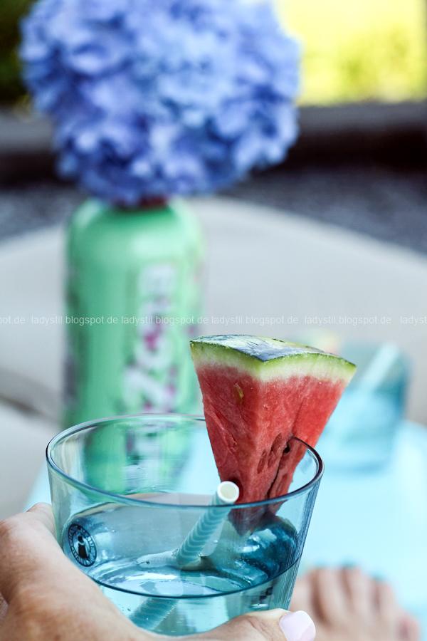 Der Lamzac von Fatboy mein Sommerhighlight 2016, Luftsofa zum Mitnehmen,türkises Wasserglas mit Melonenspalte
