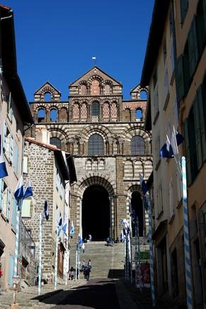 haute-loire le puy en velay cathédrale notre-dame montée tables