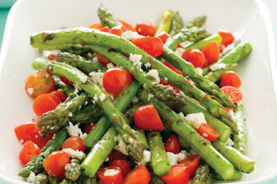 Grilled asparagus with tomato and feta