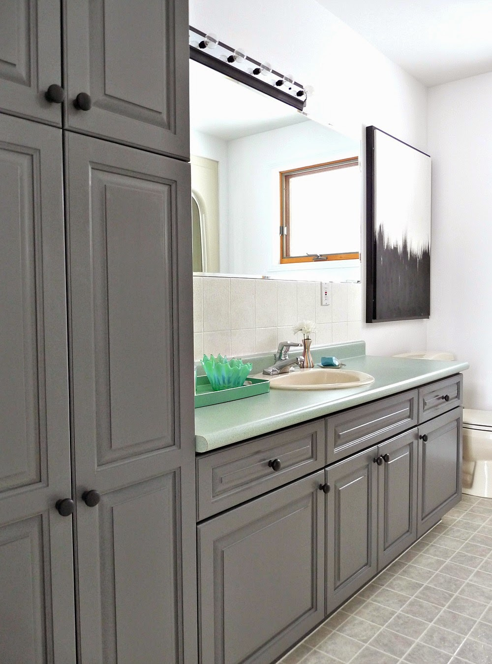 Bathroom Makeover with Rustoleum Cabinet Transformations