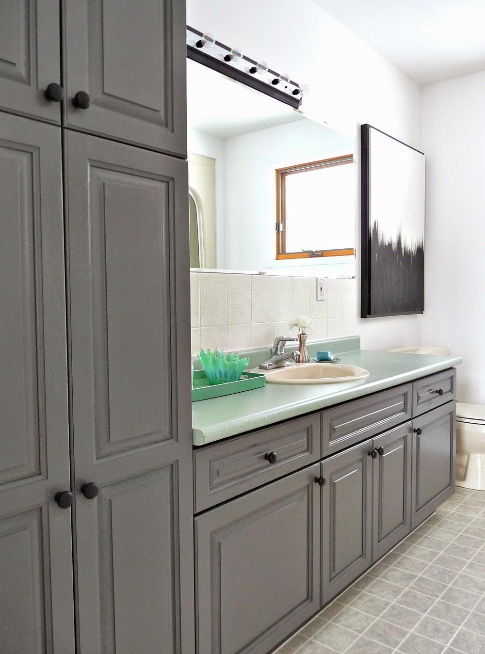 Bathroom Makeover with Rustoleum Cabinet Transformations