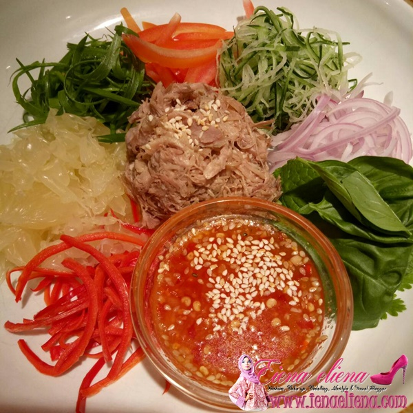 Sawa-Duck-Ka Salad Delicious Cafe