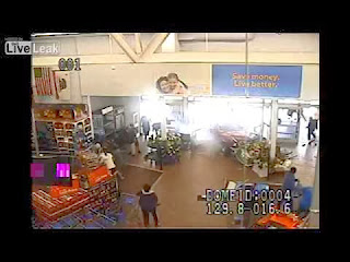 Εκεί που οι πελάτες έκαναν αμέριμνοι τα ψώνια τους σε αυτό το Wallmart 472d24e9800