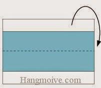 Bước 3: Gấp cạnh trên tờ giấy về phía sau.
