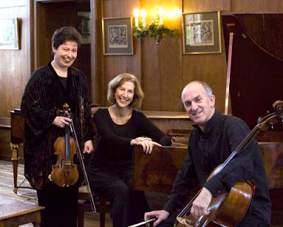 Trio Goya (Maggie Cole, Kati Debretzeni, Sebastian Comberti)
