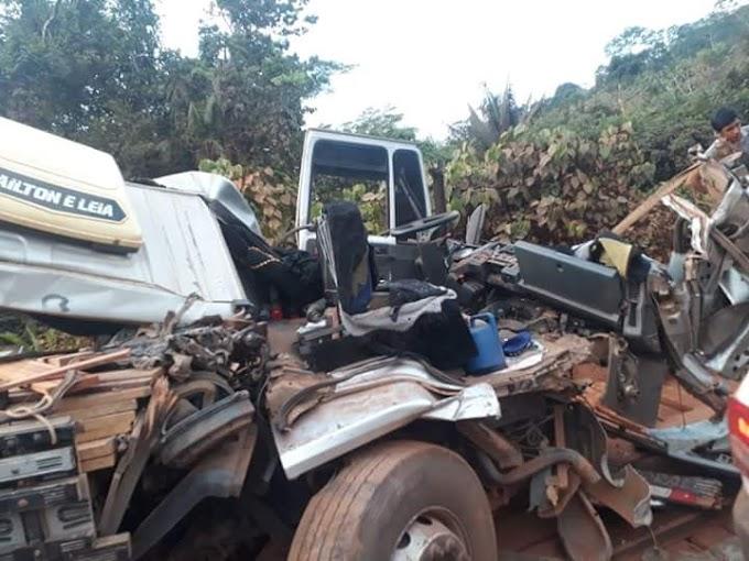 Em Medicilândia: Acidente na BR 230 envolvendo dois caminhões.