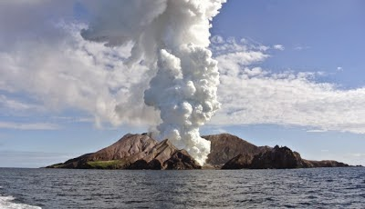 http://sciencythoughts.blogspot.co.uk/2013/08/eruption-on-white-island.html