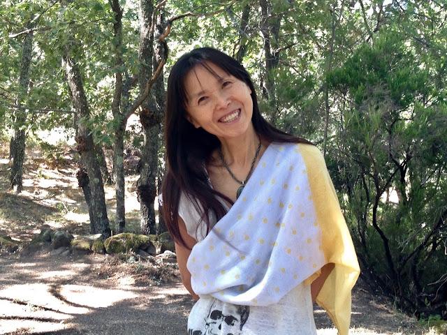 微笑むカマラの写真