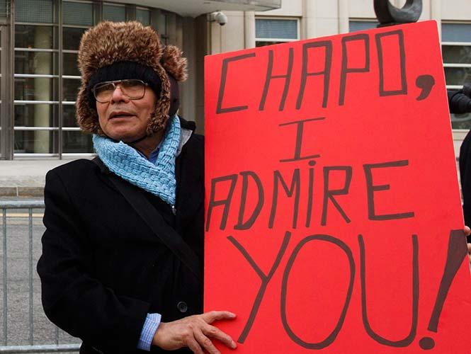 "Con pancartas de ""Chapo te admiro"" y ""Chapo, México te apoya"" , mexicanos apoyan a 'El Chapo' en Estados Unidos"
