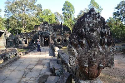 Artefak singa penjaga gerbang Angkor Wat