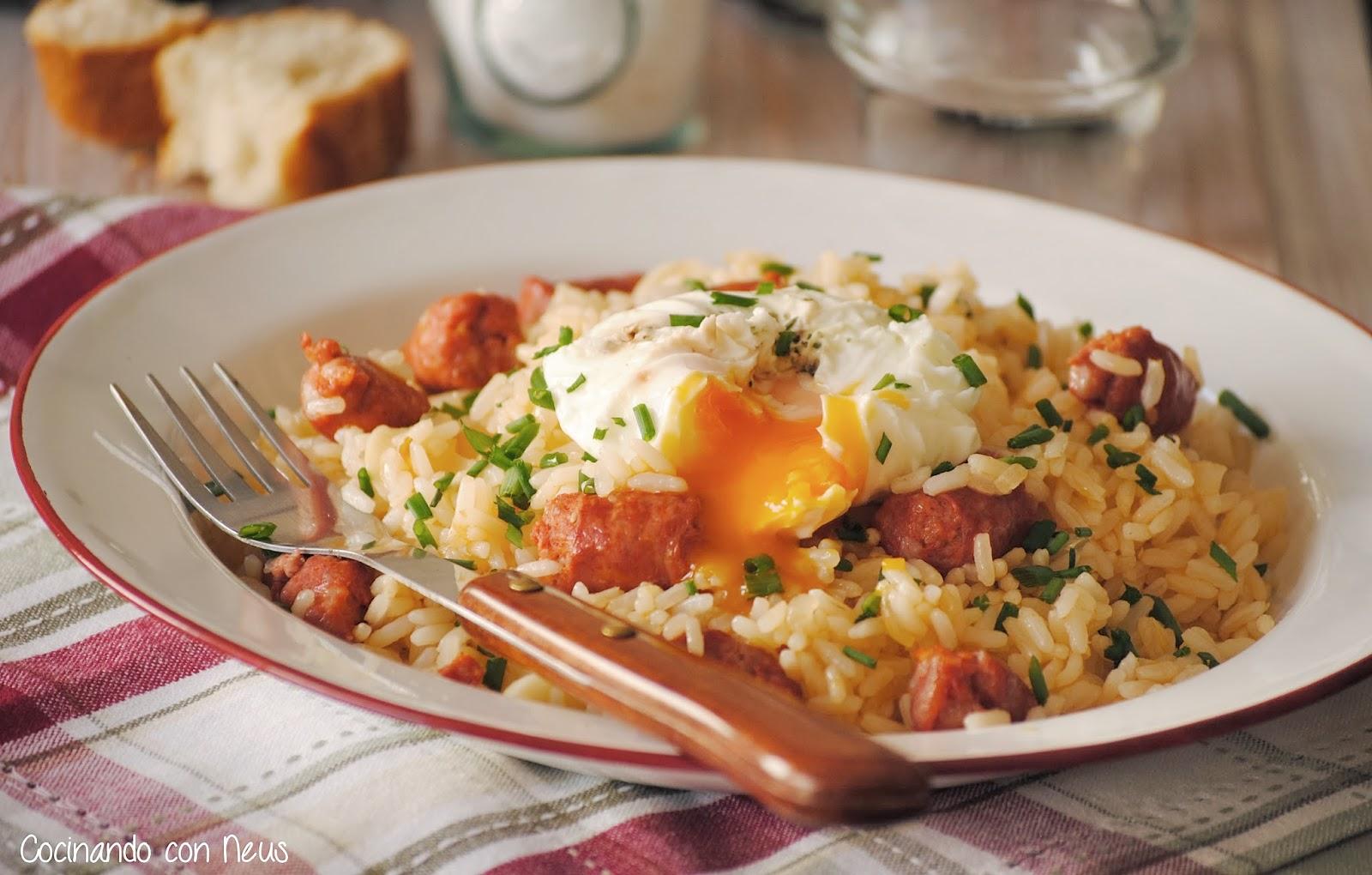 Arroz salteado con chistorra y huevo poché-cocinando-con-neus