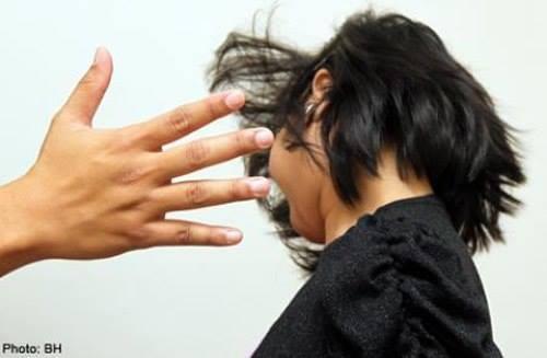 Hà Nội: Một học sinh lớp 2 bị cô giáo chủ nhiệm tát  50 cái méo mặt ảnh 2