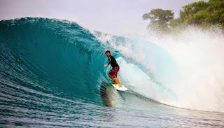 Surfing Di Gugusan Pulau Banyak