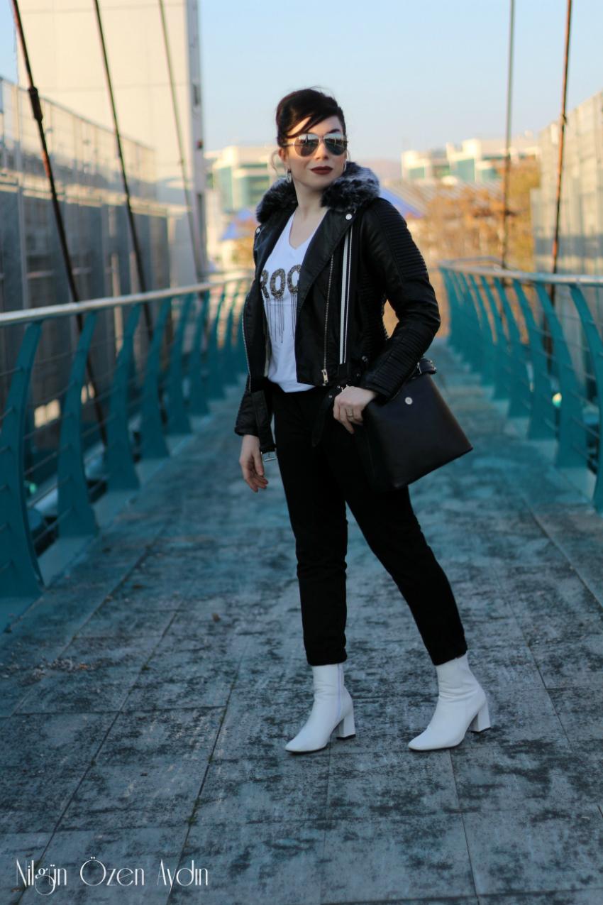 fashion blogger-Yakası Kürklü Deri Ceket ve Beyaz Botlar