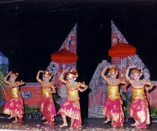 Margapati Dance Bali is i of Balinese trip the calorie-free fantastic toe created yesteryear trip the calorie-free fantastic toe artists I Nyoman Kaler inward  BaliBeaches: Margapati Dance Bali - The Dance of the Savage Lion