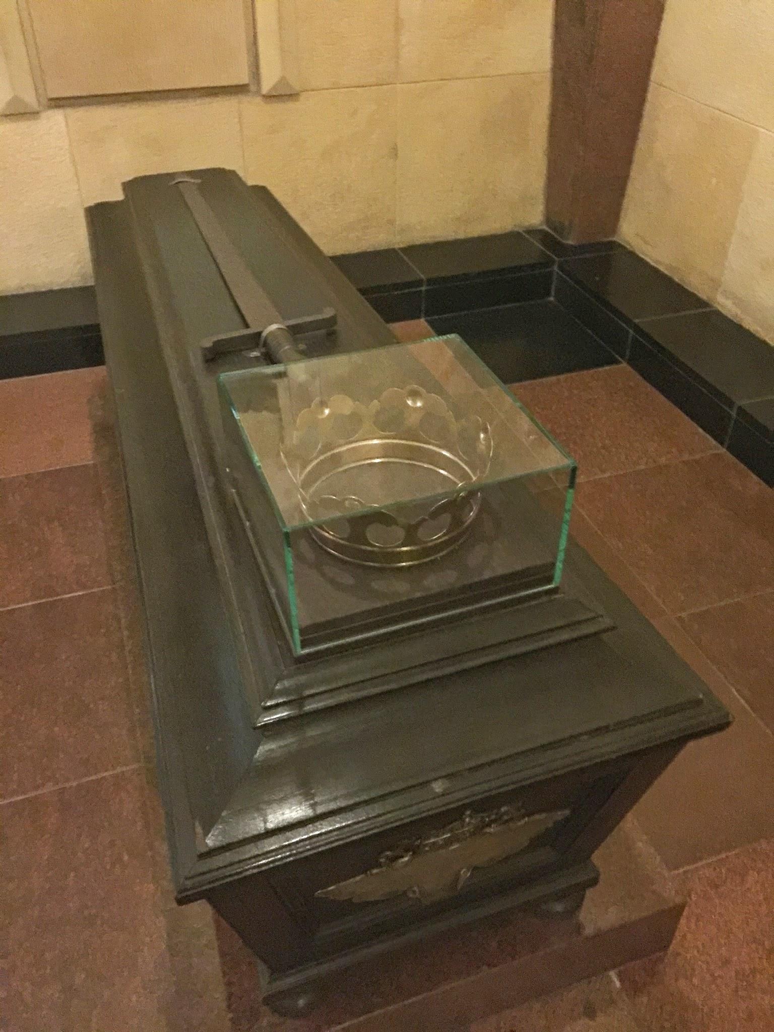 Sarkofagas Vilniaus karedros požemiuose