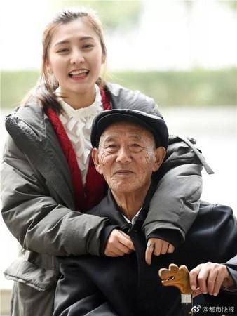 Foto prewedding dengan kakeknya sendiri