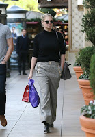 In short! Always awesome for the fashion judge as Kate Upton, 23, decided to go shopping with a male friend at Los Angeles, CA, USA on Sunday, December 20, 2015.