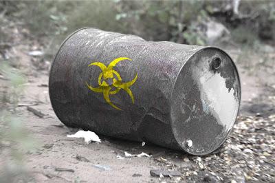 Galão descartado - tipos de agrotóxicos proibidos no Brasil