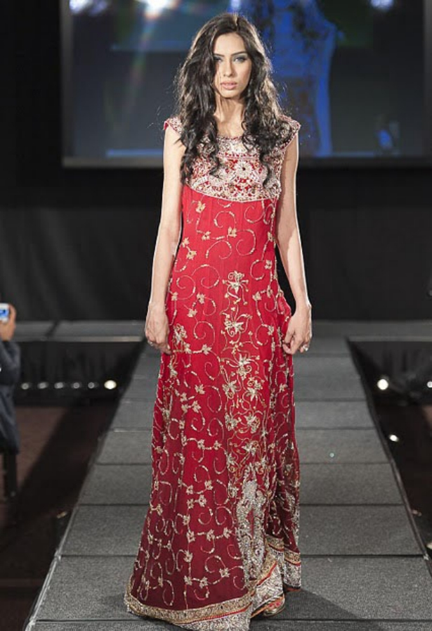 https://3.bp.blogspot.com/-e9yUnWrvzSQ/TuNhi69HwFI/AAAAAAAAF3A/cHpvU8g4ZPU/s1600/Arab+Models+Wear+Beautiful+Dresses+3.jpg